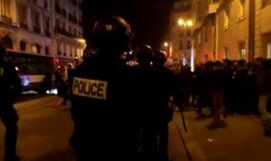Elezioni Francia, scontri a Parigi: feriti poliziotti durante manifestazione