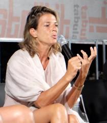 Diritto di cronaca. Cassazione assolve Claudia Fusani, pubblicò la foto in manette di una arrestata per sfruttamento di candestini