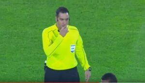 Minuto di silenzio per Oliveira, ma l'attaccante è in campo: gaffe clamorosa speaker stadio in Brasile