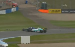 YOUTUBE Billy Monger, gambe amputate dopo terribile incidente in Formula 4