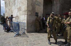 """Gerusalemme, tre persone accoltellate: """"E' un attacco terroristico"""" (foto Ansa)"""