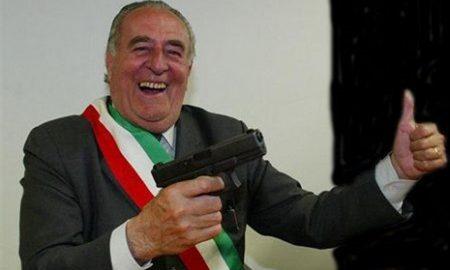 """Lega Nord ripudia il sindaco-sceriffo Giancarlo Gentilini. Lui: """"Me ne sbatto, resto leghista"""""""