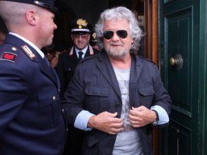 Beppe Grillo, carabinieri a casa sua dopo la denuncia di Cassimatis VIDEO