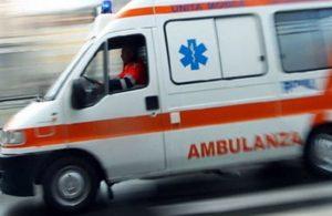 Osimo, auto si schianta contro lo scuolabus: grave un uomo, 6 bambini all'ospedale