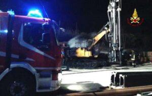 Roma, incendio quartiere Trieste: a fuoco 20 scooter e 6 auto