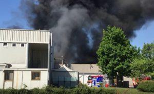 YOUTUBE Marnate |  incendio alla Piatti Freschi Italia  100 dipendenti fatti uscire