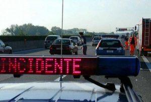 Autostrada A14, scontro auto-camion nei pressi di Casalecchio: un morto