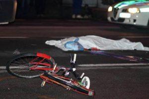 Roberto Fabi, travolto in bici da un furgone, muore in ospedale a Torino