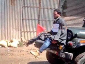 Tornano tensioni in Kashmir: separatista legato sulla jeep dell'esercito indiano