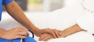 """Incidenti a luci rosse, i racconti degli infermieri: """"Una volta un anziano aveva dentro..."""""""