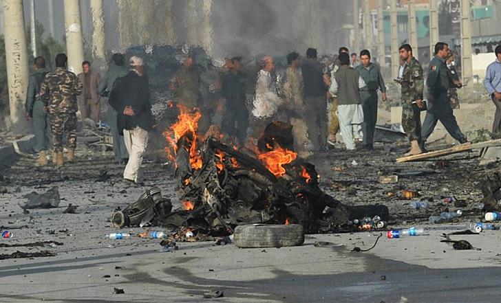 Attentato a Kabul: kamikaze fa 5 morti, Isis rivendica