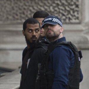 Terrorismo, arrestato a Londra un uomo con coltelli