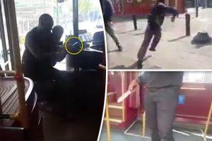 YOUTUBE Armato di coltello prova a rapinare sul bus, un passeggero lo pesta