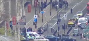 Londra, arrestato uomo armato di coltelli vicino al Parlamento