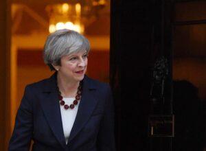 """Brexit, Theresa May respinge le linee guida Ue. """"Sarà un negoziato duro"""""""