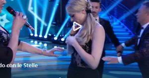 Martina Stella a Ballando con le Stelle: abito è troppo striminzito e