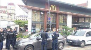 Francia, esplosione McDonald's Grenoble: ipotesi bomba nel bagno, nessun ferito