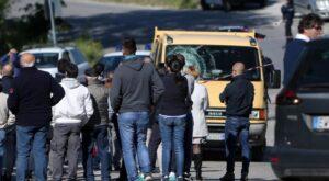 """Michele Scarponi, l'autista disperato: """"Sono morto anche io"""" (foto Ansa)"""