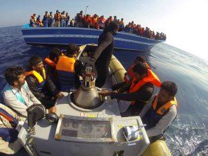 Migranti, quanto ci costano? A bilancio anche il miliardo alla Chiesa