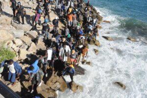 """Ventimiglia, migranti usano il volto di Gesù come wc. Assessore: """"Escrementi e sporcizia al Roja"""""""