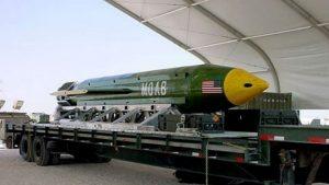 """Bomba MOAB Usa, Edward Snowden: """"Tunnel dell'Isis costruiti dalla Cia..."""""""