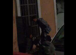 Coppia troppo focosa ha un rapporto sul marciapiede: scandalo a Monfalcone (Gorizia) VIDEO