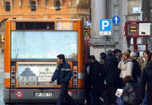 Manovra-bis, multe fino a 200 euro per chi è senza biglietto su autobus