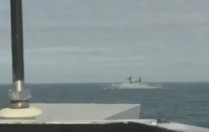 Due navi militari russe nella Manica scortate dalla marina britannica