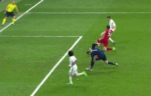 Manuel Neuer, frattura al piede sul gol di Ronaldo. Ma ha continuato a giocare