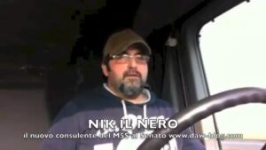 "Nik il Nero alias Nicola Virzì: oggi finta ""Iena"" anti Orfeo, ieri camionista youtuber benedetto da Casaleggio"