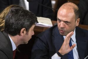 "Migranti e ong, Orlando attacca Alfano: ""Da ministro dell'Interno era distratto"""