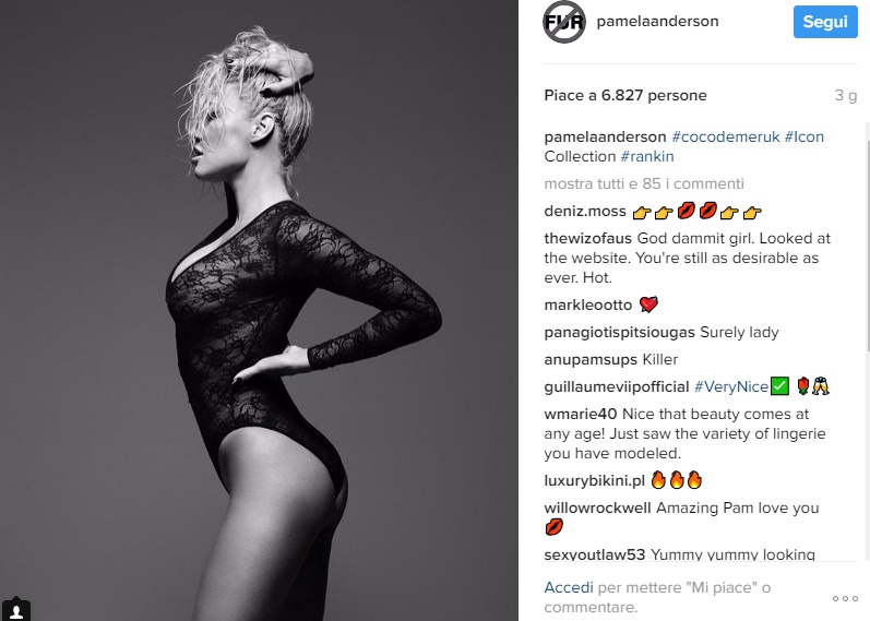 Pamela Anderson posa in lingerie a quasi 50 anni2