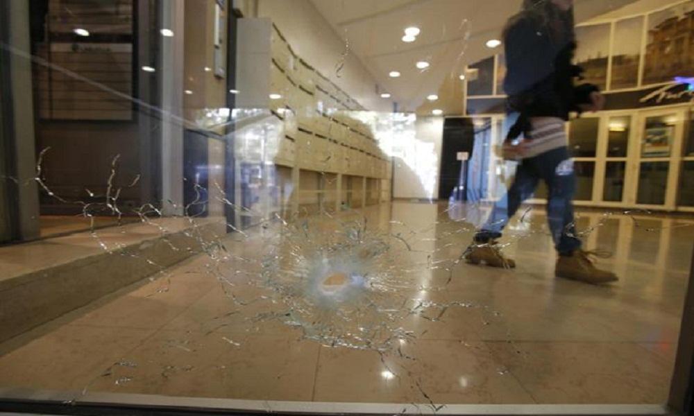 Parigi, attacco sugli Champs Elysées: presunto complice si presenta ad Anversa