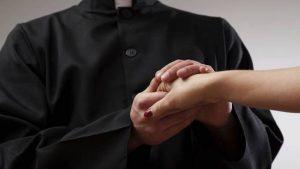 Vallo della Lucania, prete fece abortire amante: processo al Tribunale ecclesiastico
