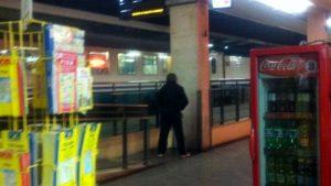 Pescara, non vuole pagare un euro per la pipì: la fa in stazione. Ora ne pagherà 3.300