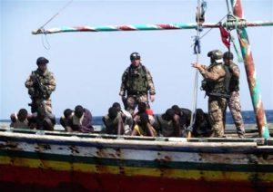 Pirati attaccano cargo: nave salva, ma prendono in ostaggio equipaggio