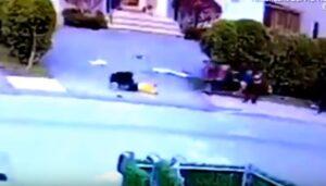 Pitbull aggredisce bambino di tre anni che gioca in strada