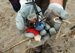 Mar Adriatico invaso dalla plastica: un rifiuto ogni due passi sulla costa