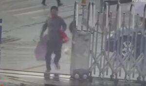 YOUTUBE Ruba cellulare ad una ragazza e scappa...nella stazione di polizia