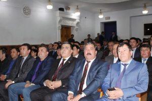 Tagikistan ordina ai suoi poliziotti di...andare a teatro: obbligati una volta al mese