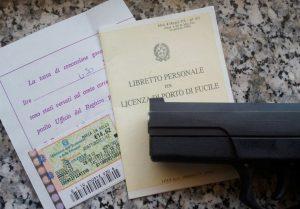 Milano, boom di richieste per porto d'armi ma reati calano
