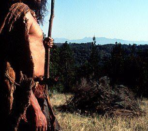Per usare l'arco serve più forza: uomo preistorico abbandona lancia e prende controllo sulla donna