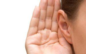 Come pulire le orecchie: 5 consigli casalinghi