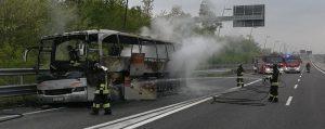 Lomazzo, pullman di turisti prende fuoco sull'autostrada Pedemontana: nessun ferito