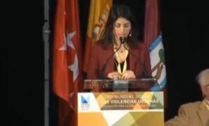 Virginia Raggi al forum di Madrid: l'ottimo spagnolo della sindaca di Roma