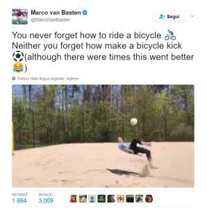 VIDEO Marco Van Basten regala ai fan una nuova rovesciata ma...che fatica