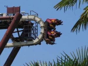 Gardaland, inaugurazione da brivido: famiglia bloccata a testa in giù a 30 mt