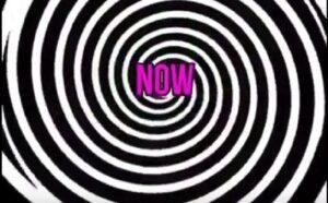 YOUTUBE Illusione ottica, fissate i cerchi 10 secondi poi guardatevi la mano
