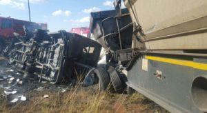 Sudafrica, camion cisterna si scontra con minibus di studenti: 17 ragazzi bruciati vivi