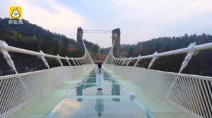 YOUTUBE Tai chi sul ponte di vetro: il maestro medita con vista gran canyon...